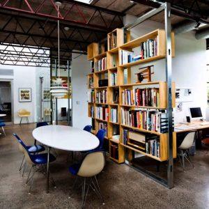 rak pemisah ruangan minimalis